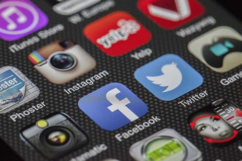 ¿Por qué hay tanto dinero en internet y las redes sociales?